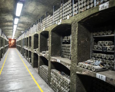 Украина готовит новые санкции против РФ за продажу винзавода «Массандра»