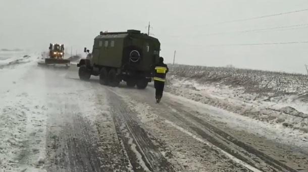 Запад Украины парализовали снегопады: впечатляющие кадры непогоды