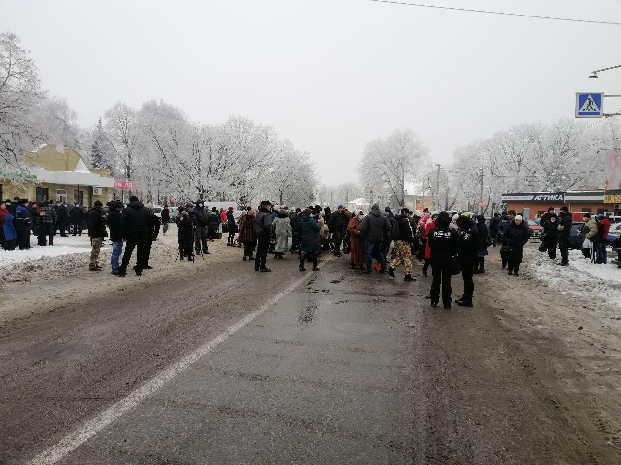 Украинцы массово перекрывают трассы: возобновились тарифные протесты