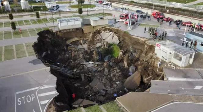 В Італії потужний вибух біля лікарні утворив воронку завглибшки в 20 метрів