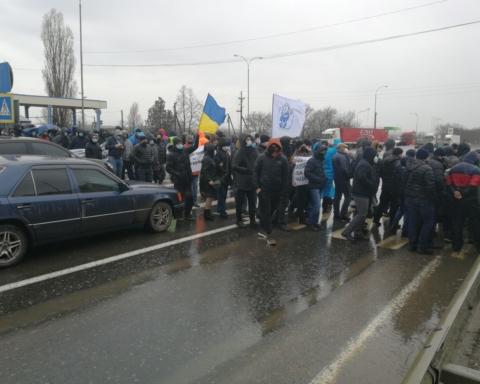 Одеські моряки перекрили Київську трасу: через що спалахнув протест