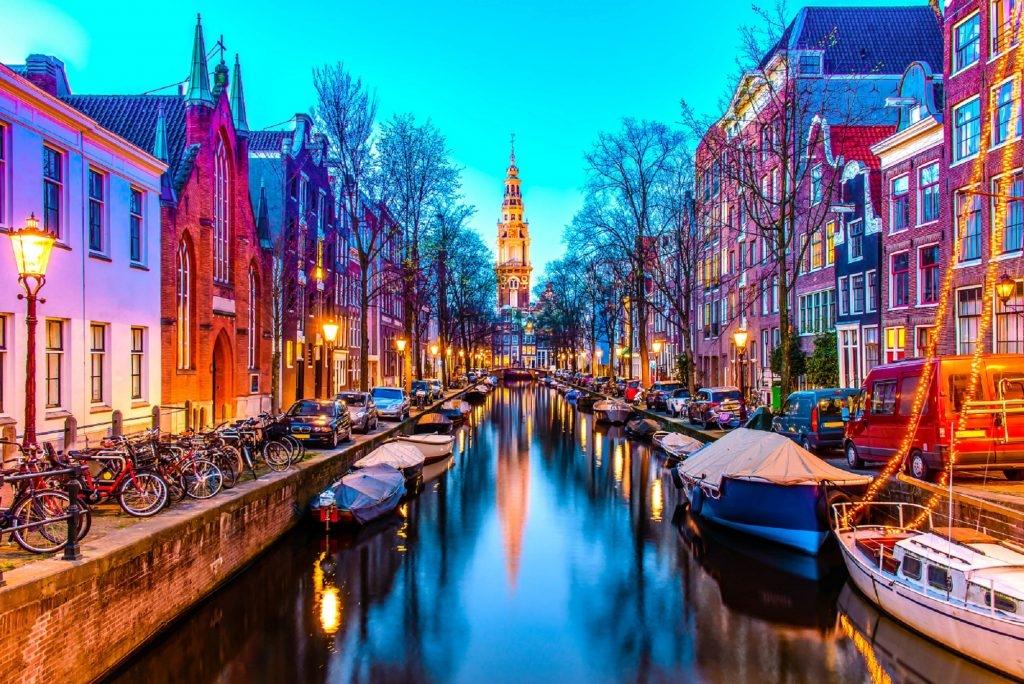 В Амстердамі хочуть заборонити продавати туристам легкі наркотики