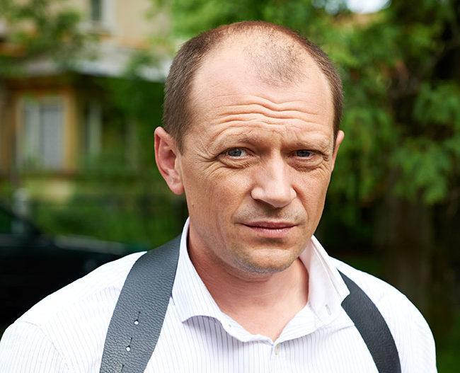Відомого російського актора виявили мертвим у власній машині