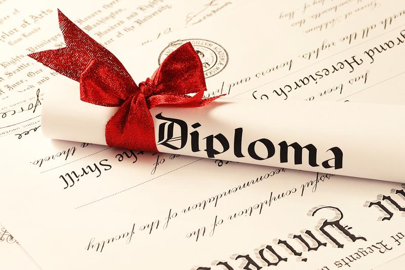 Випускники в Україні більше не отримуватимуть червоні дипломи про освіту