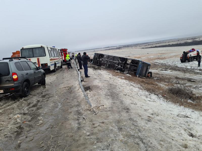 Автобус с украинцами перевернулся в России, есть погибшие: фото