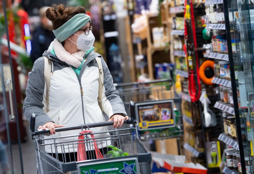 В Австрії продовжили локдаун, а людей зобов'язали носити маски FFP2
