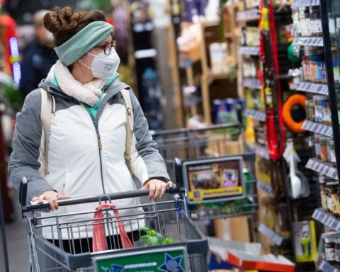 В Австрии продлили локдаун, а людей обязали носить маски FFP2