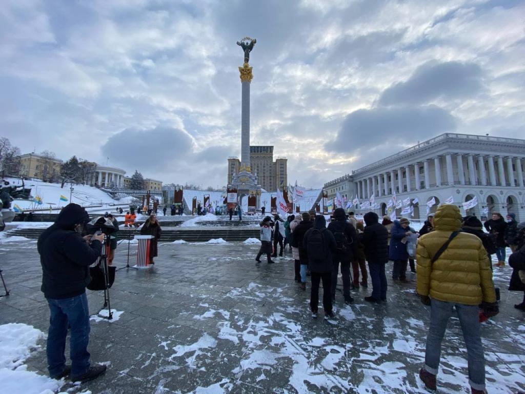 Участники протеста против повышения тарифов ворвались в облсовет Житомира — фото