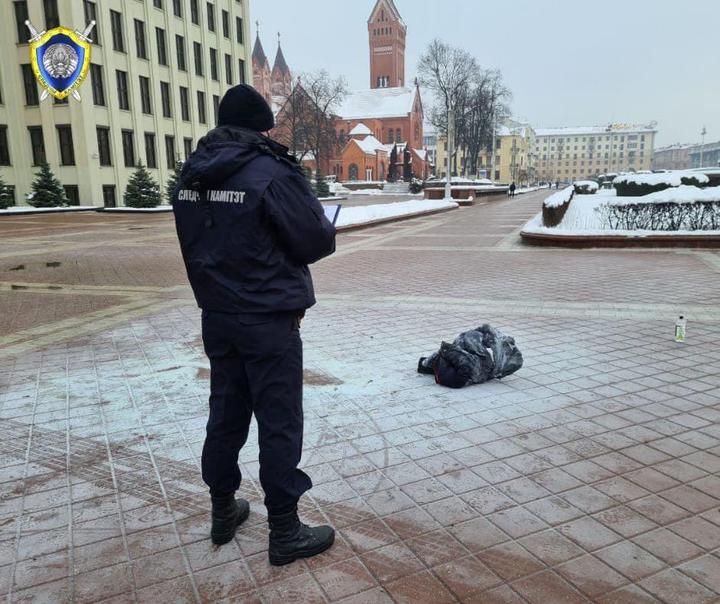 В центре Минска у Дома правительства мужчина совершил самоподжог