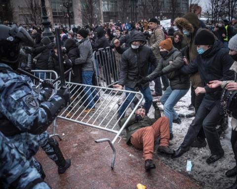 Москва обвинила Вашингтон в организации массовых протестов по всей России