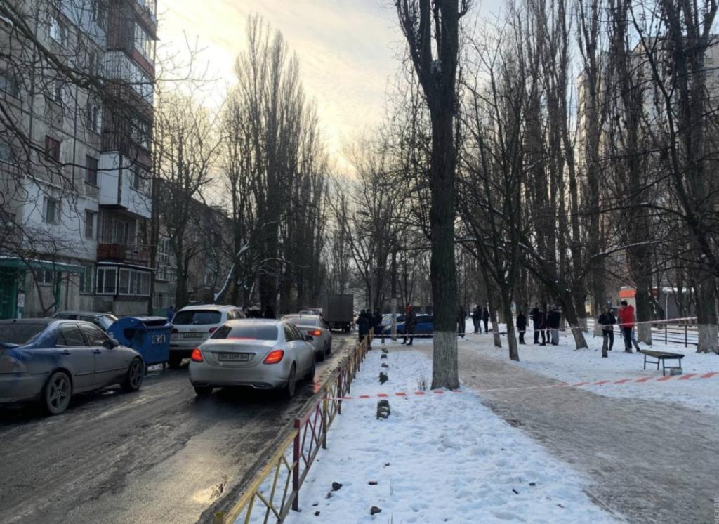 Гулял по городу с отрубленной головой: в Одессе неадекват зарезал двоих человек — видео