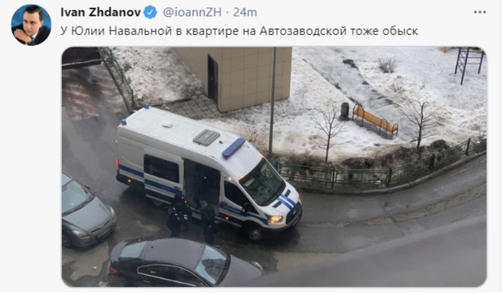 Силовики прийшли з обшуками в квартиру Навального – відео