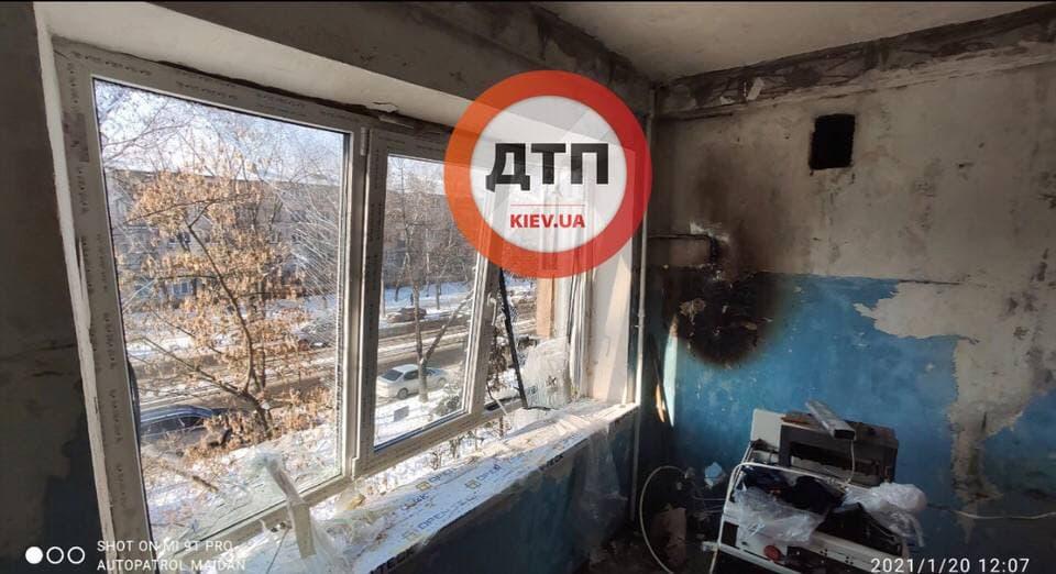 В Киеве прогремел взрыв в жилом доме: подробности и кадры