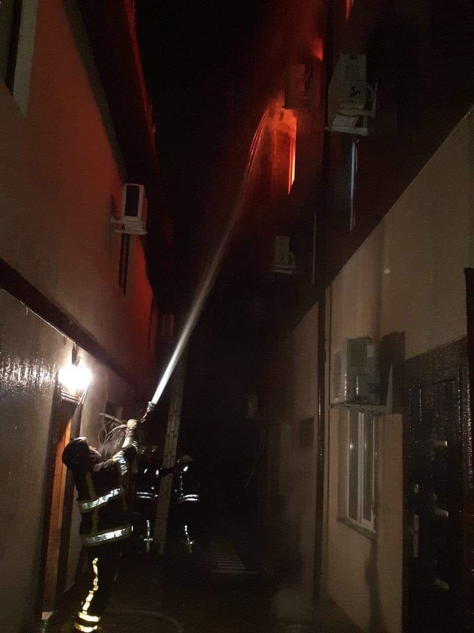 В Одессе сгорел отель, два человека погибли: подробности и кадры трагедии