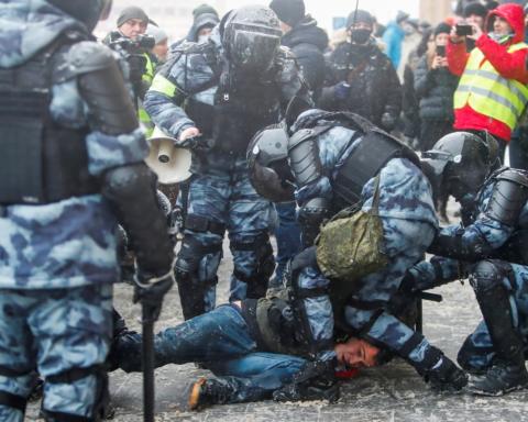Тысячи задержанных: как прошел второй день протестов в поддержку Навального в России