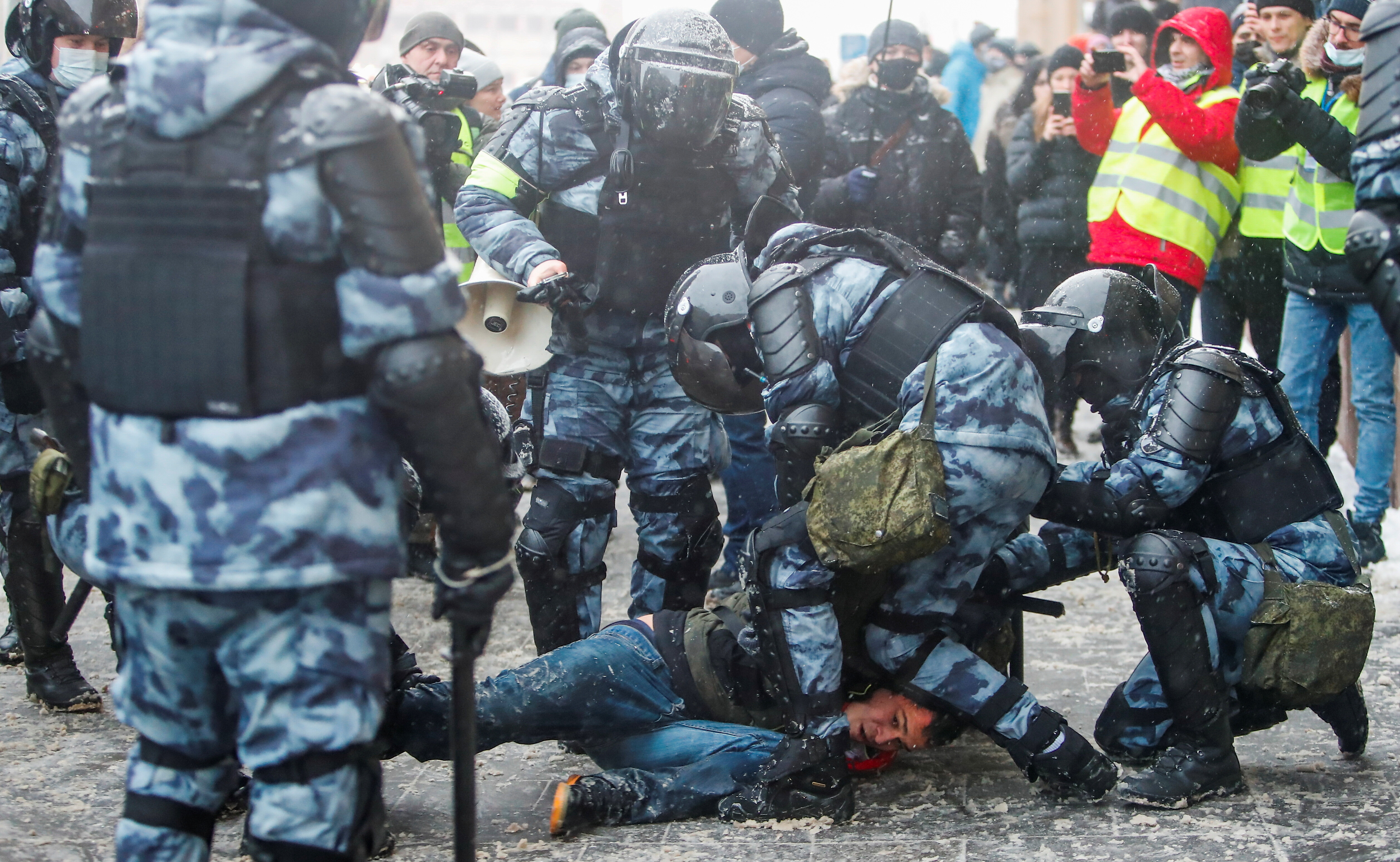 Тисячі затриманих: як пройшов другий день протестів на підтримку Навального в Росії