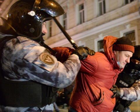 В Москве и Петербурге силовики избивали сторонников Навального — как это было