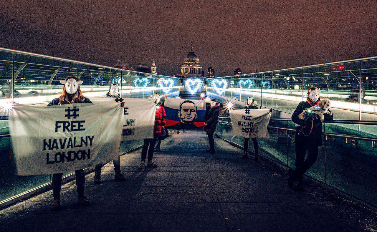 В Крыму задержали группу людей за акцию в поддержку Навального