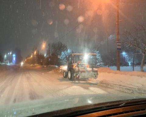 Львів потопає в снігу: кадри сніжної стихії
