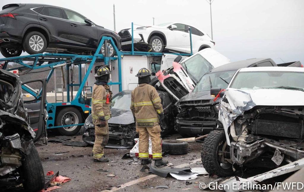 В США произошла крупная автокатастрофа: столкнулись 133 авто, 6 человек погибли