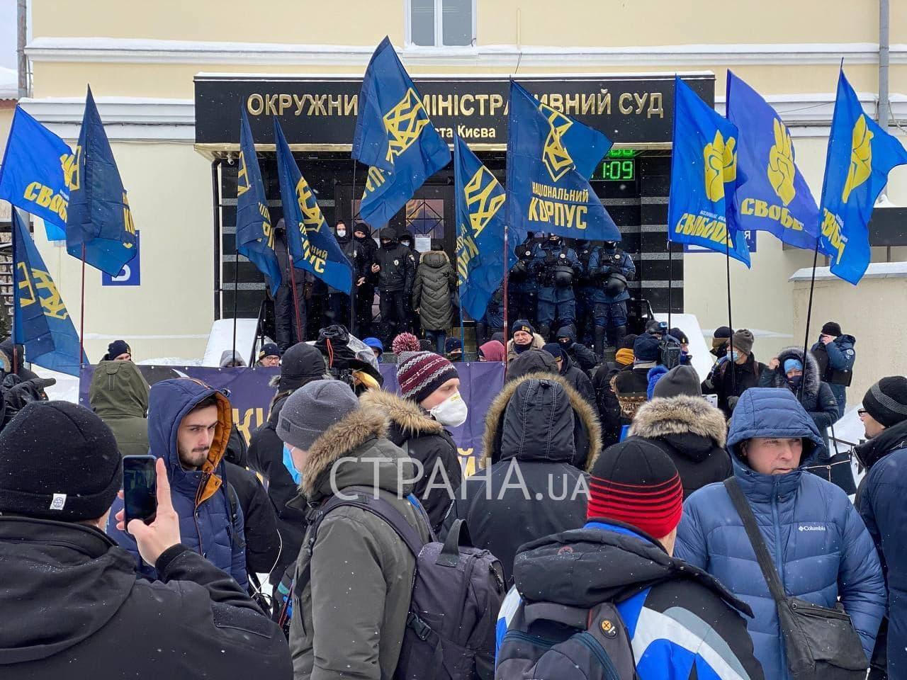 У Києві пікетують суд через рішення про перейменування проспекту Бандери