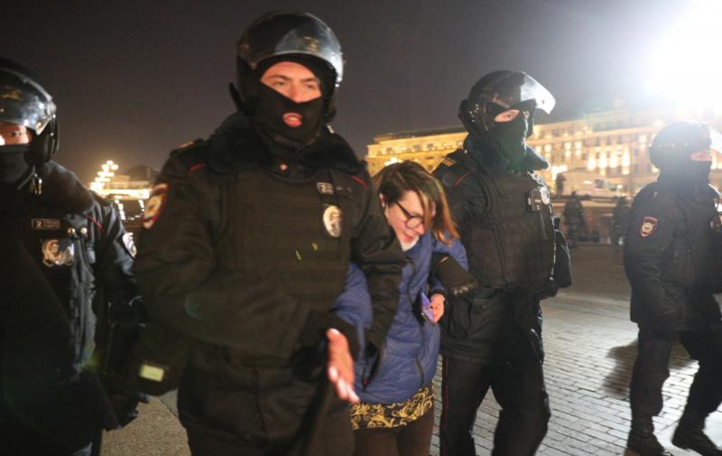Вирок Навальному: у Москві та Пітері почалися масові затримання на протестах – фото