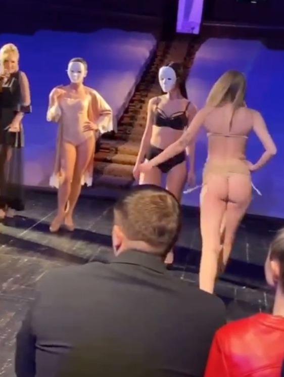 В Херсоне депутаты в разгар эпидемии COVID устроили вечеринку с «обнаженкой»