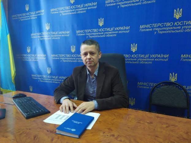 Головний держвиконавець Тернопільщини Хічій сам собі влаштував міністерську перевірку і особисто визнав свою роботу відмінною