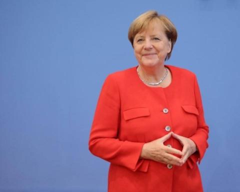 Меркель призвала вести прямой диалог с Путиным