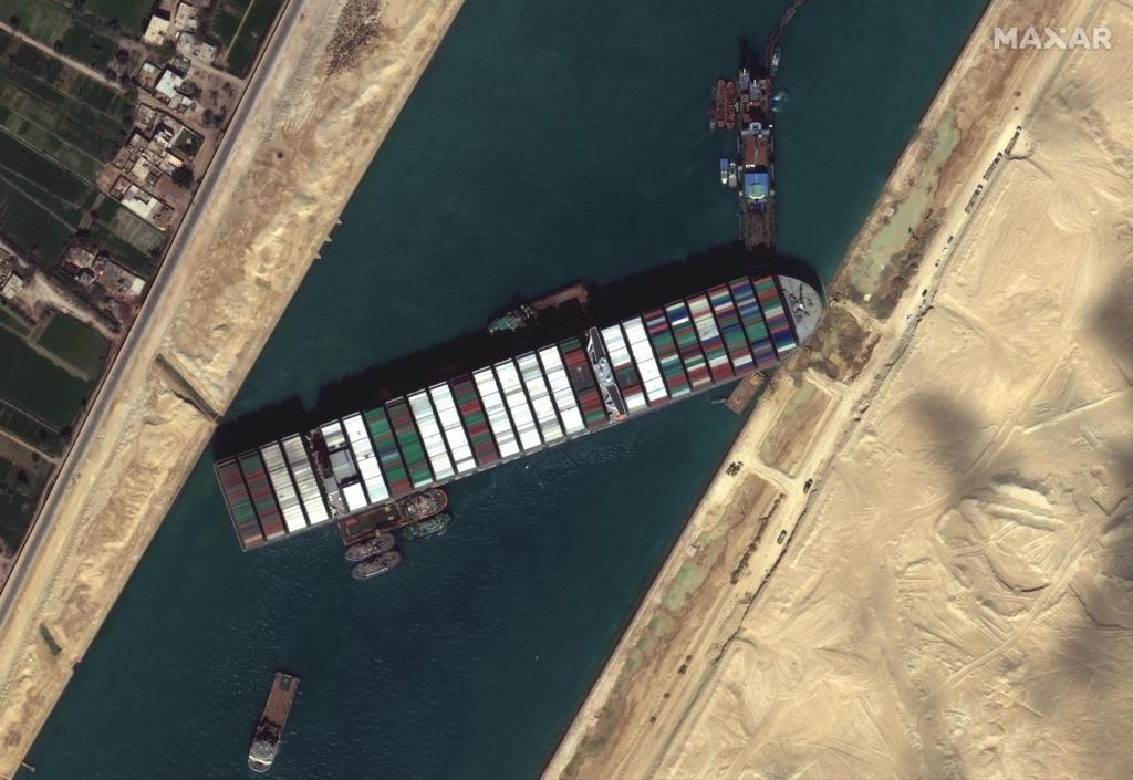 Суецький канал розблоковано: контейнеровоз Ever Given зняли з мілини