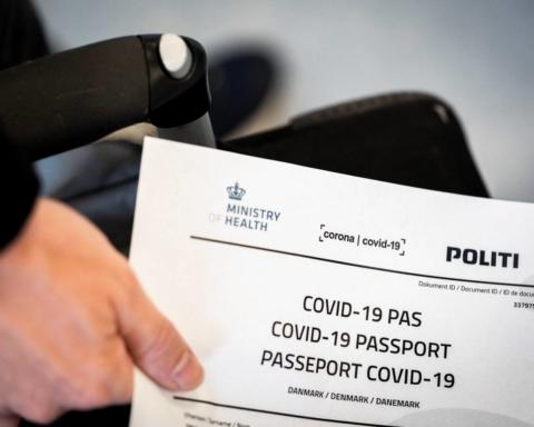 В ЕС сообщили, когда введут паспорта вакцинации для туристов