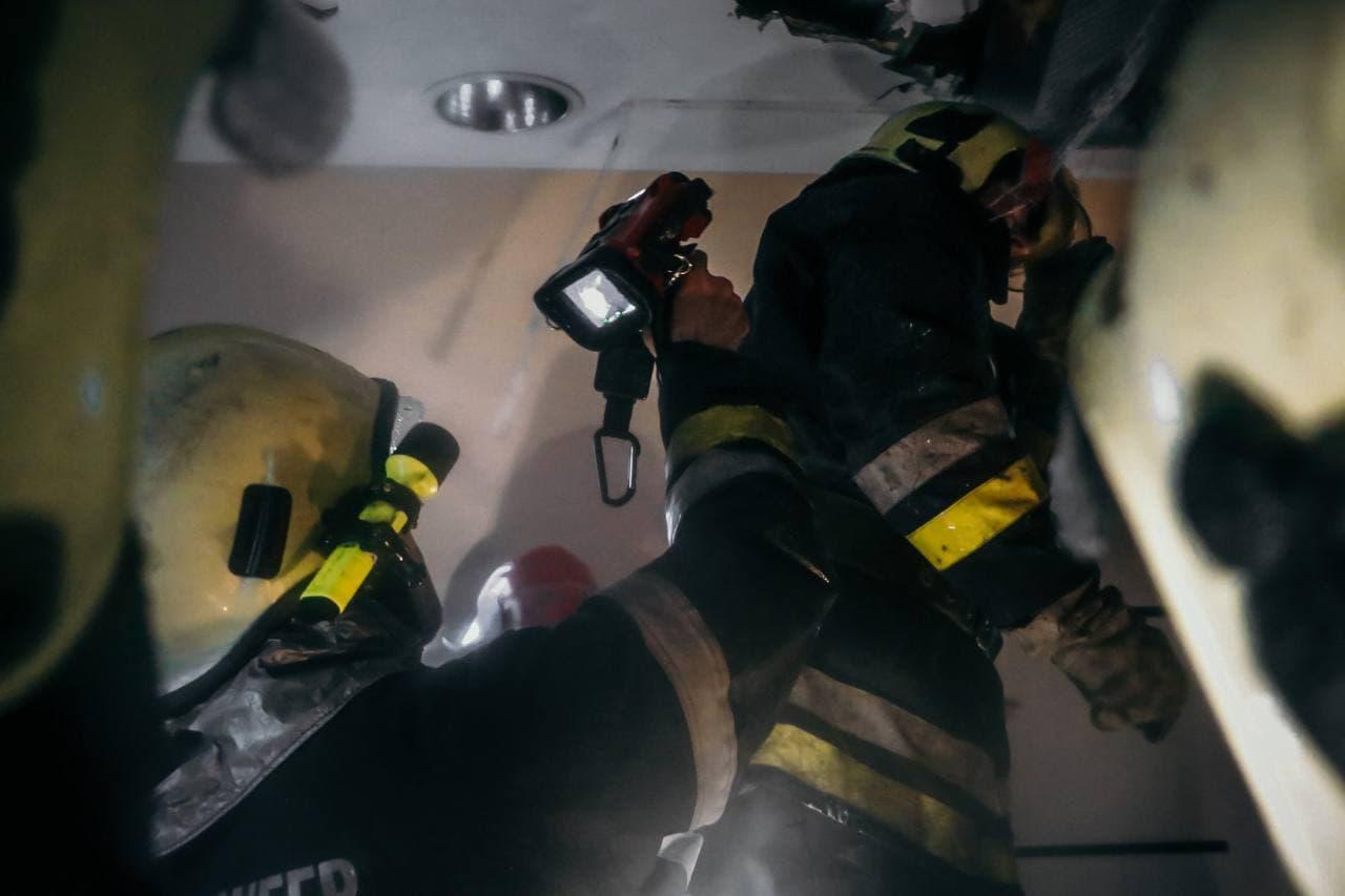 В Киеве загорелся дом престарелых, десятки человек эвакуировали