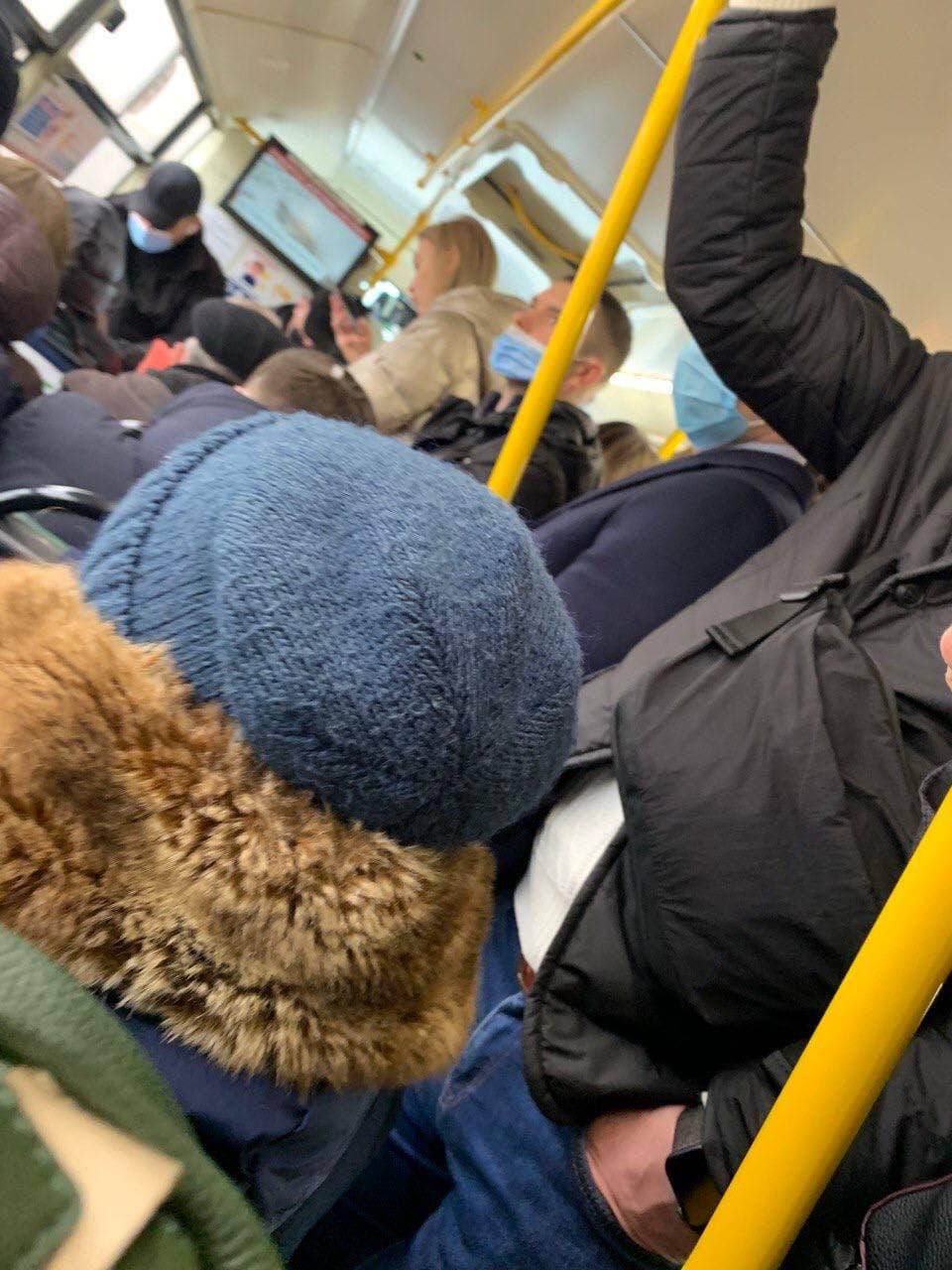 В Киеве, несмотря на карантин, транспорт переполнен