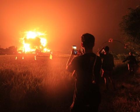На НПЗ в Индонезии произошел пожар и взрыв, пострадали десятки людей: жуткие кадры