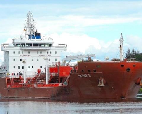 У берегов Африки напали на танкер с украинцами, часть экипажа захватили