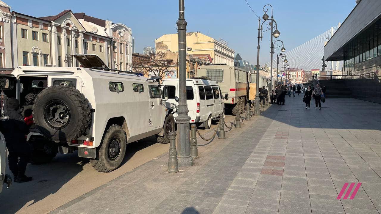 Водомети та раптові репетиції параду на 9 травня: як у Росії проходять мітинги за Навального