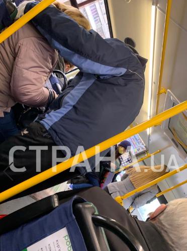 Локдаун в Киеве: в метро пропускают по пропускам, а в маршрутки — всех и без документов