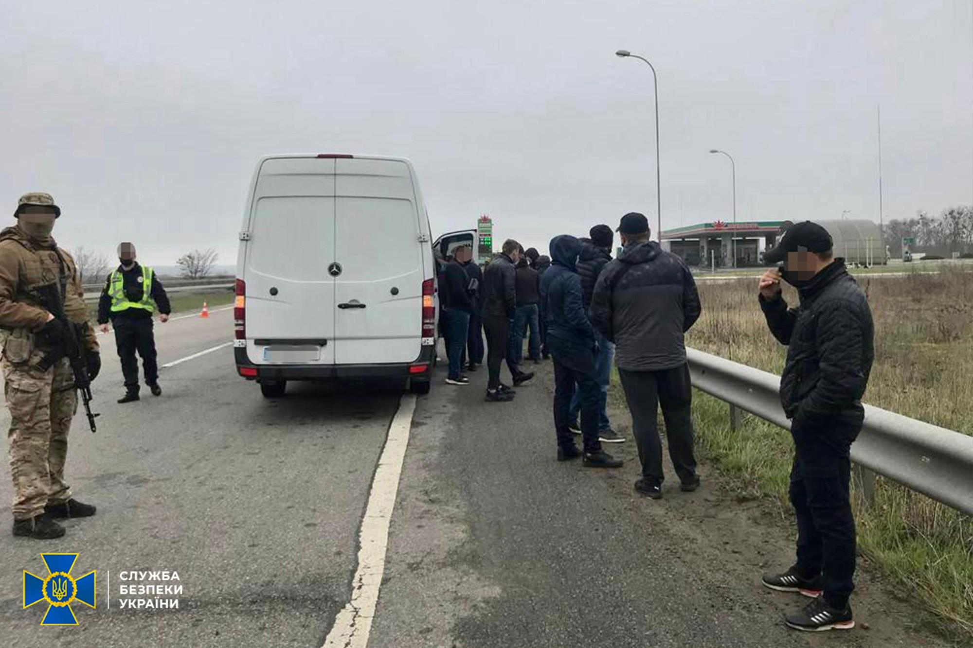 Планували влаштувати бунт, створивши картинку для російських ЗМІ: під Харковом зупинили автобуси «тітушок»