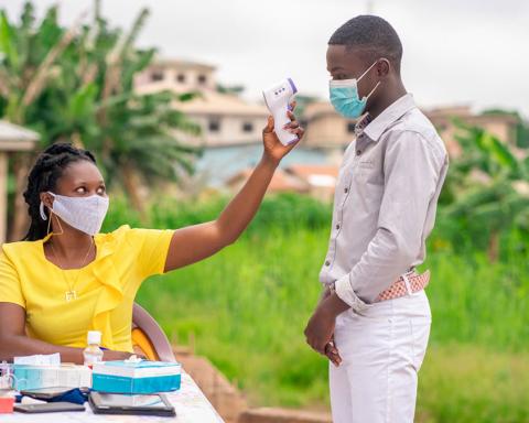 Південноафриканський штам коронавірусу атакує молодих: які органи страждають