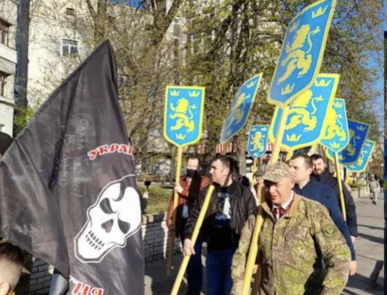 В Киеве собрался марш в честь создания дивизии СС «Галичина» — видео