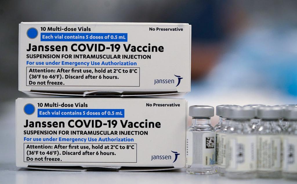Польша будет вакцинировать украинцев от COVID-19 прямо на границе