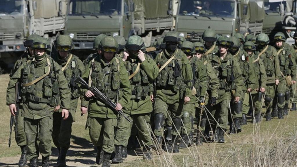 Навіщо РФ стягує війська до кордону України: озвучені чотири можливі причини