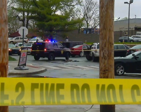 У нескольких аэропортов в США открыли стрельбу, погибли 10 человек