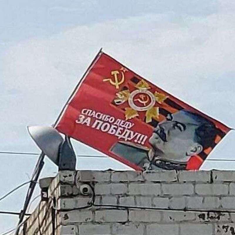 В Днепре вывесили огромный советский флаг со Сталиным