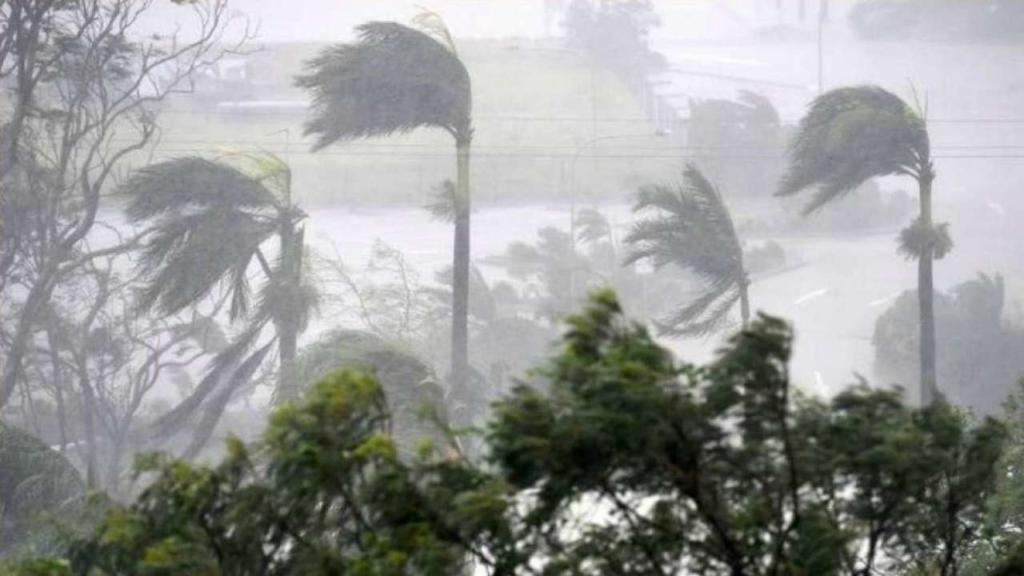 Индию накрыл мощный циклон: десятки людей погибли, около сотни пропали