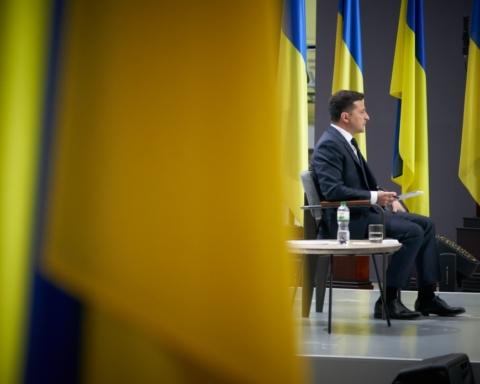 """НАТО, Північний потік-2 і протидія Росії: про що заявив Зеленський на форумі """"Україна 30″"""