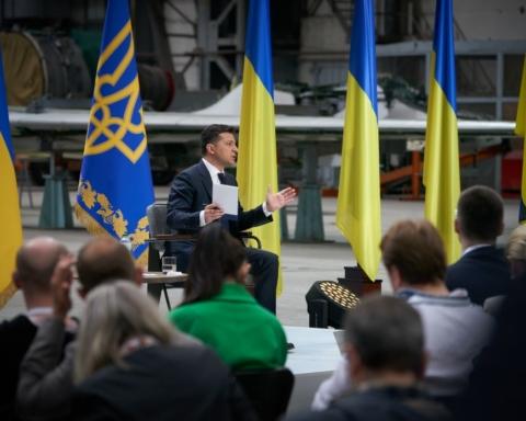 Зеленский пообещал повысить украинцам пенсии: подробности