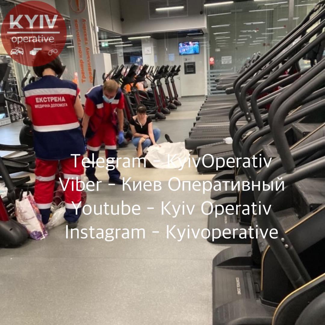 В киевском спортзале умер посетитель — очевидцы сообщают, врач клуба не смог оказать помощь
