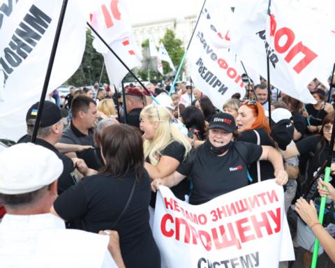 У центрі Києва ФОПи побилися з копами