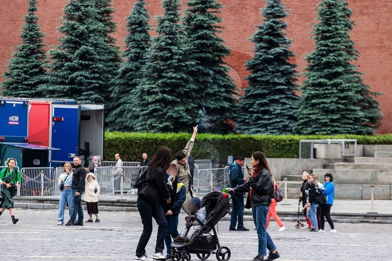 На Красной площади в Москве мужчина выстрелил себе в голову